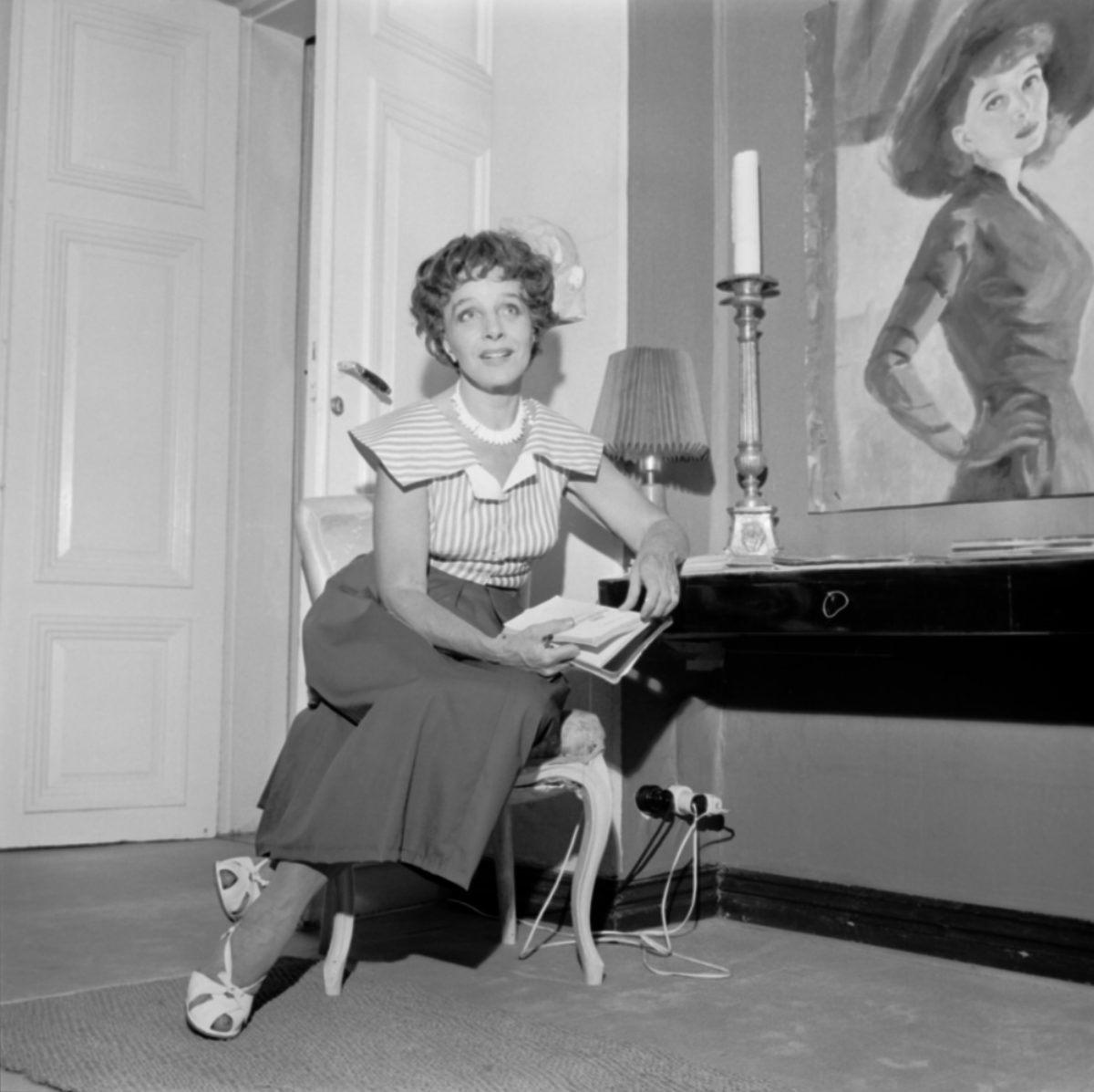 Actor Ella Eronen at home on 3 August 1959. Photo: Mauri Vuorinen / Uusi Suomi - Iltalehti / JOKA / Finnish Heritage Agency​