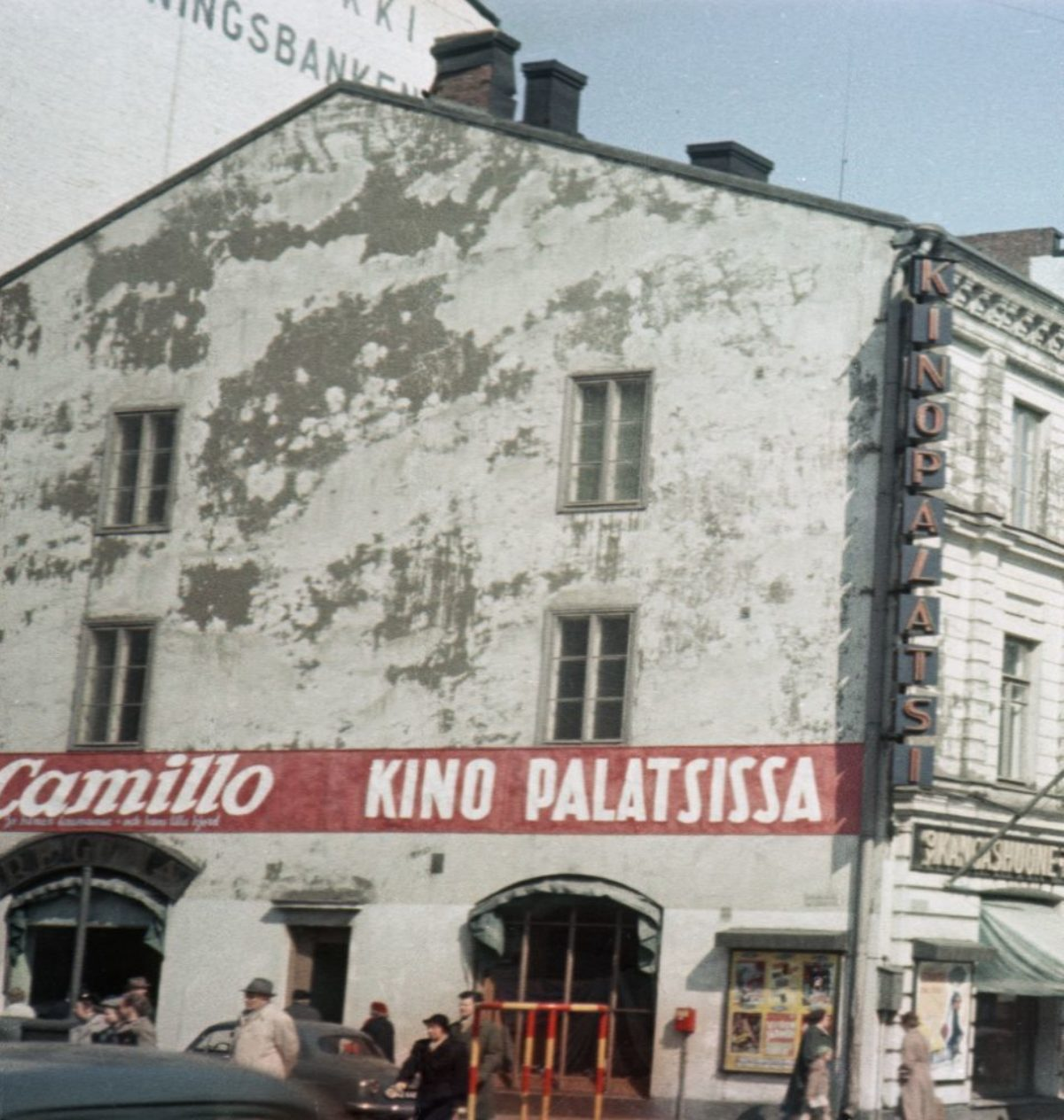 A film advertisement painted on the wall of Kino-Palatsi cinema for Le Retour de Don Camillo screened in 1954. The building was demolished in 1965. Photo: Aukusti Tuhka / Picture Collections of the Finnish Heritage Agency