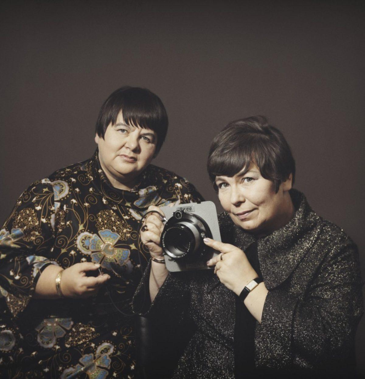 Kuvasiskot-fotograferna Eila Marjala och Margit Ekman, 1971. Foto: Kuvasiskot / Museiverkets Bildsamlingar