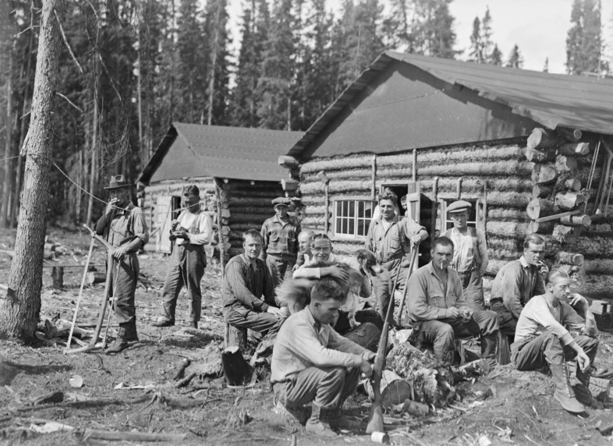 At a lumbermen's cabin near Port Arthur, Ontario, Canada, 1927. Photo: Sakari Pälsi / Picture Collections of the Finnish Heritage Agency