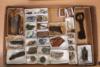 Tulli- ja pakkahuoneen lattian alta on löydetty mm. keramiikkaa, lasia ja kolikoita. Kaikki löydöt ajoittuvat 1600-luvun loppupuolelle tai 1700-luvun alkuun. Oikealla metallinen avain ja sen alla kappale kynttilänjalasta.. Kuvaaja: John Lagerstedt / Museovirasto